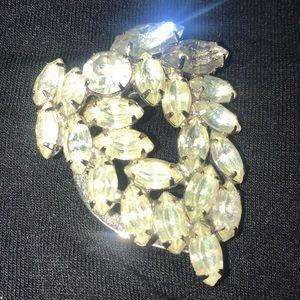 Beautiful vintage crystal scarf pin